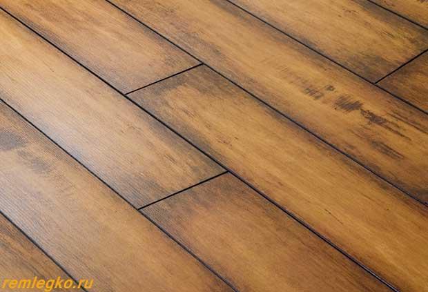 Стилизованный под старую древесину ламинат