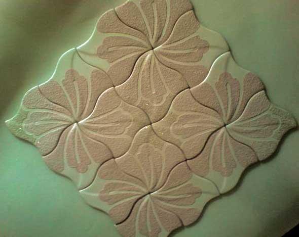 Потолочная плитка с фигурным краем