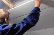 Монтаж панелей ПВХ на потолок балкона
