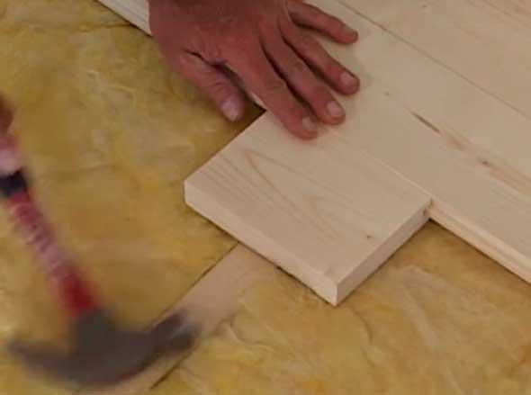 Подбивка доски с помощью колодки