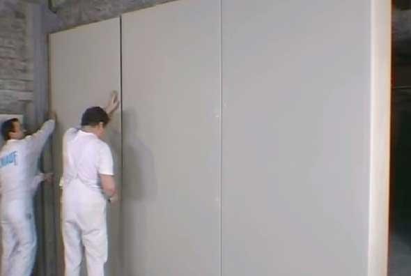 Монтаж гипсокартона на стены с помощью клея