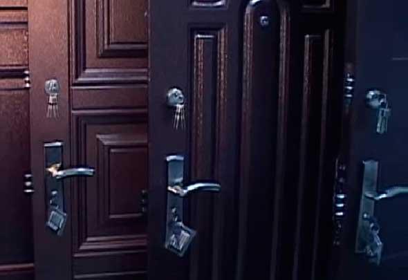 толстые железные двери