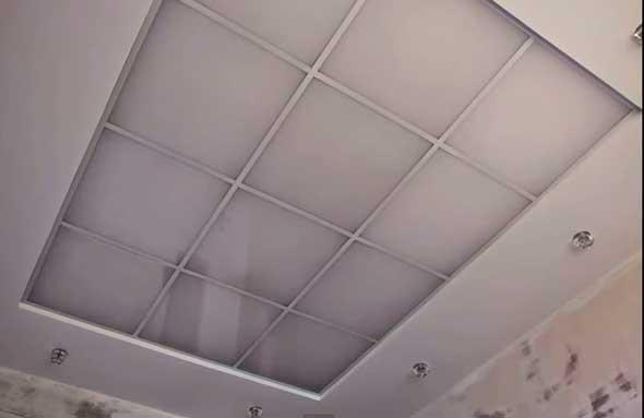 Комбинированный потолок из гипсокартона и огрстекла