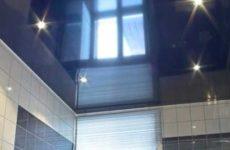 Какой сделать потолок в ванной — варианты