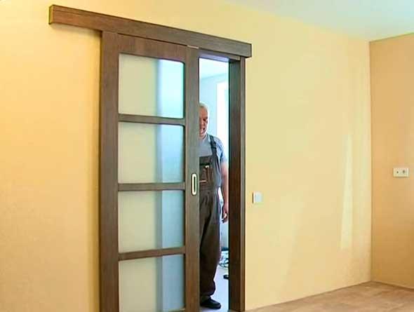 Раздвижная дверь в движении