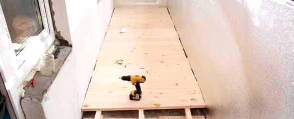Пол на балконе из древесины