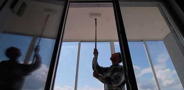 Окраска потолка на балконе