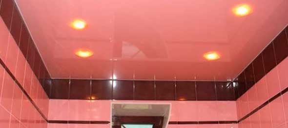 Натяжной потолок из ПВХ в ванной комнате