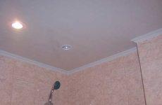 Панели ПВХ – монтаж на потолок ванной комнаты