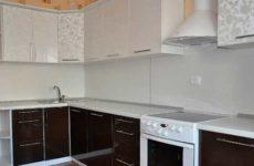 Монтаж стеновых панелей ПВХ на кухонный фартук