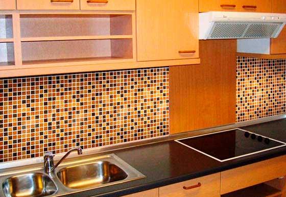Кухонный фартук из листовых панелей