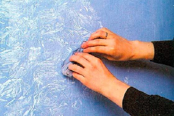 Обычная тряпка в роли инструмента для создания рисунка