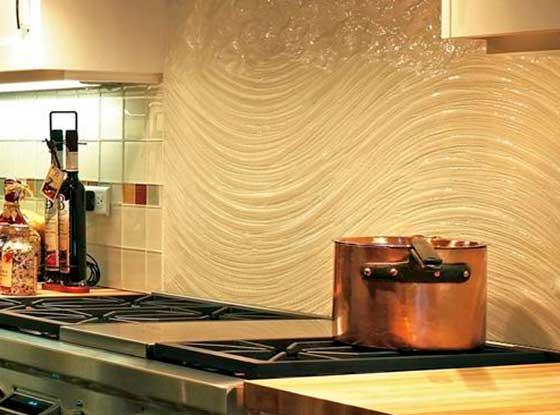 Фактурная краска на кухонном фартуке