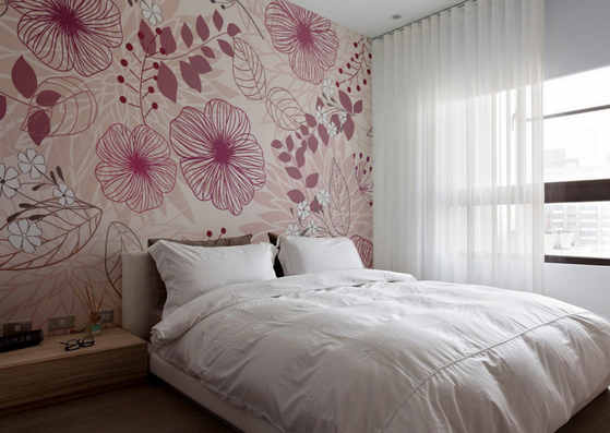 Цветоцные обои в маленькой комнате