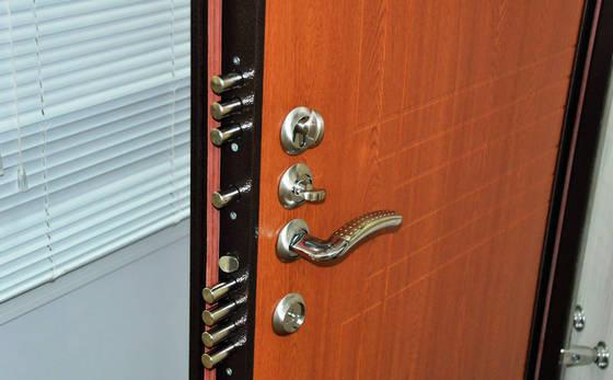 Входная стальная дверь с внутренней отделкой
