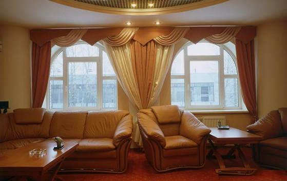 Окна в интерьере гостиной