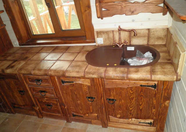Керамика на кухонной столешнице
