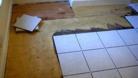 Будет ли держаться плитка на деревянном полу?