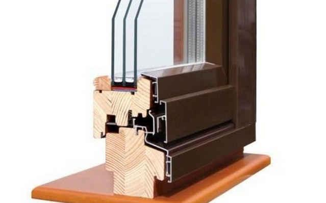 Оконный блок из древесины с пластиковыми накладками