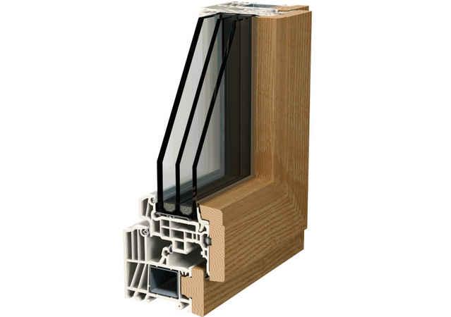 Пластиковое окно с накладками из древесины