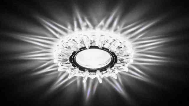 Галогенный светильник для потолка