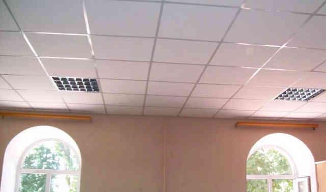 Классический потолок Армстронг