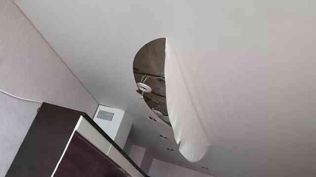 Разрыв полотна натяжного потолка