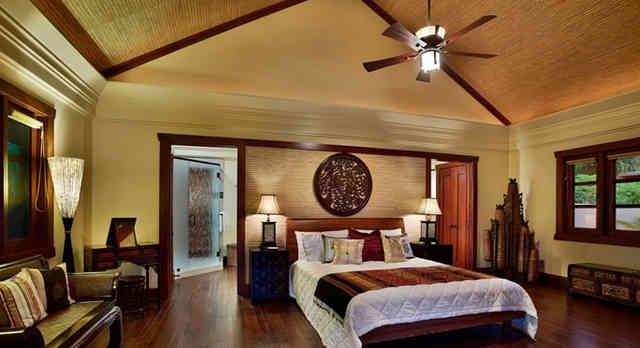 Потолок отделанный бамбуковыми рулонами