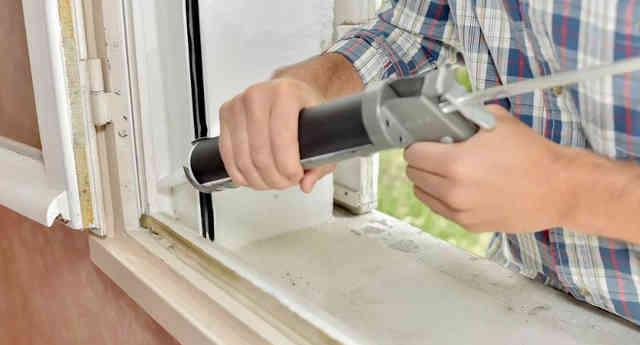 Чем заклеить окна на зиму-герметик