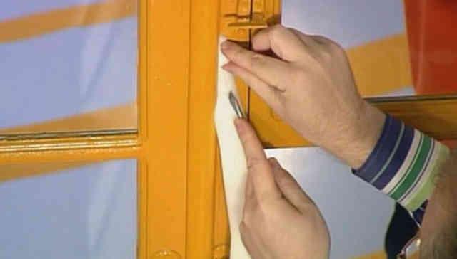 Чем заклеить окна на зиму поролон
