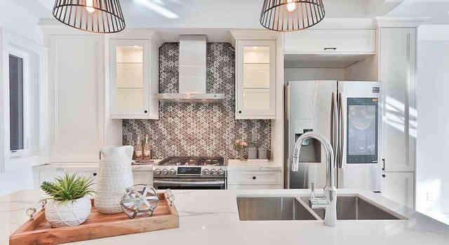 Монтаж стеновых панелей на кухне